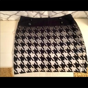 Limited wool houndstooth